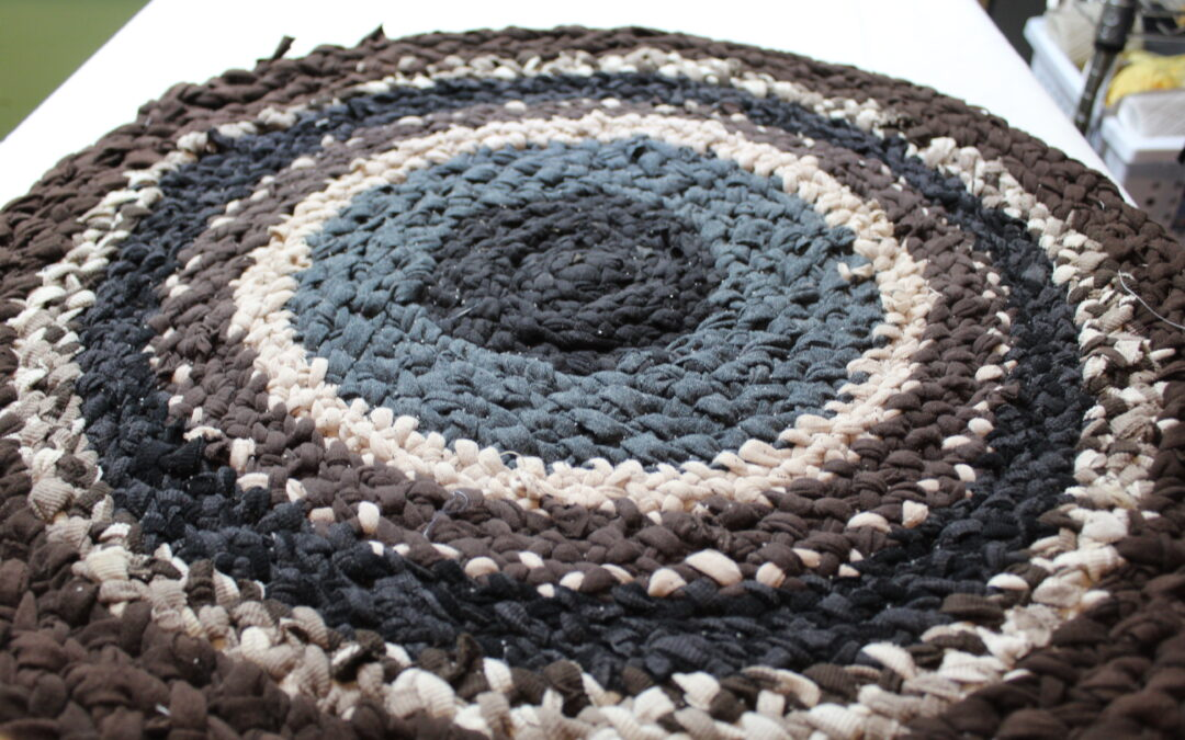 How to Braid a Rug – CUTE and EASY Tshirt Craft and Braiding Project