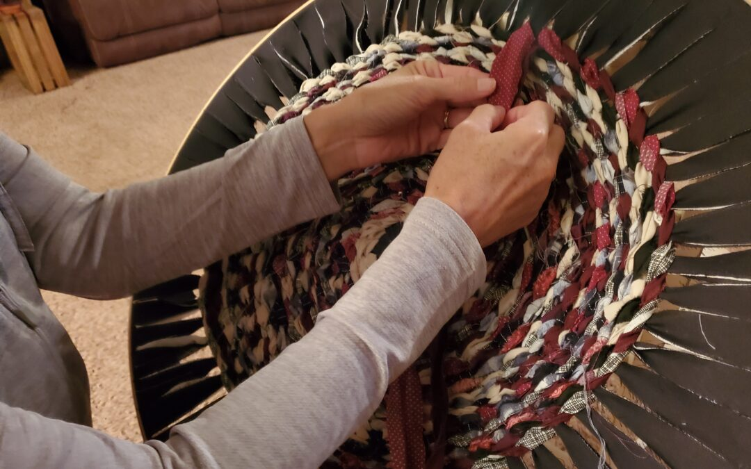 How to Weave a Round Rug – Easy No Build Loom!