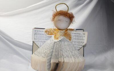 Hymnal Angle – Easy Book Art!