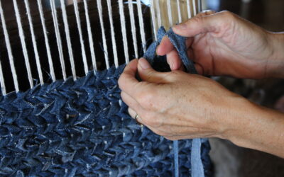 How to Weave a Rug Using Old Jeans – EASY Denim Rug